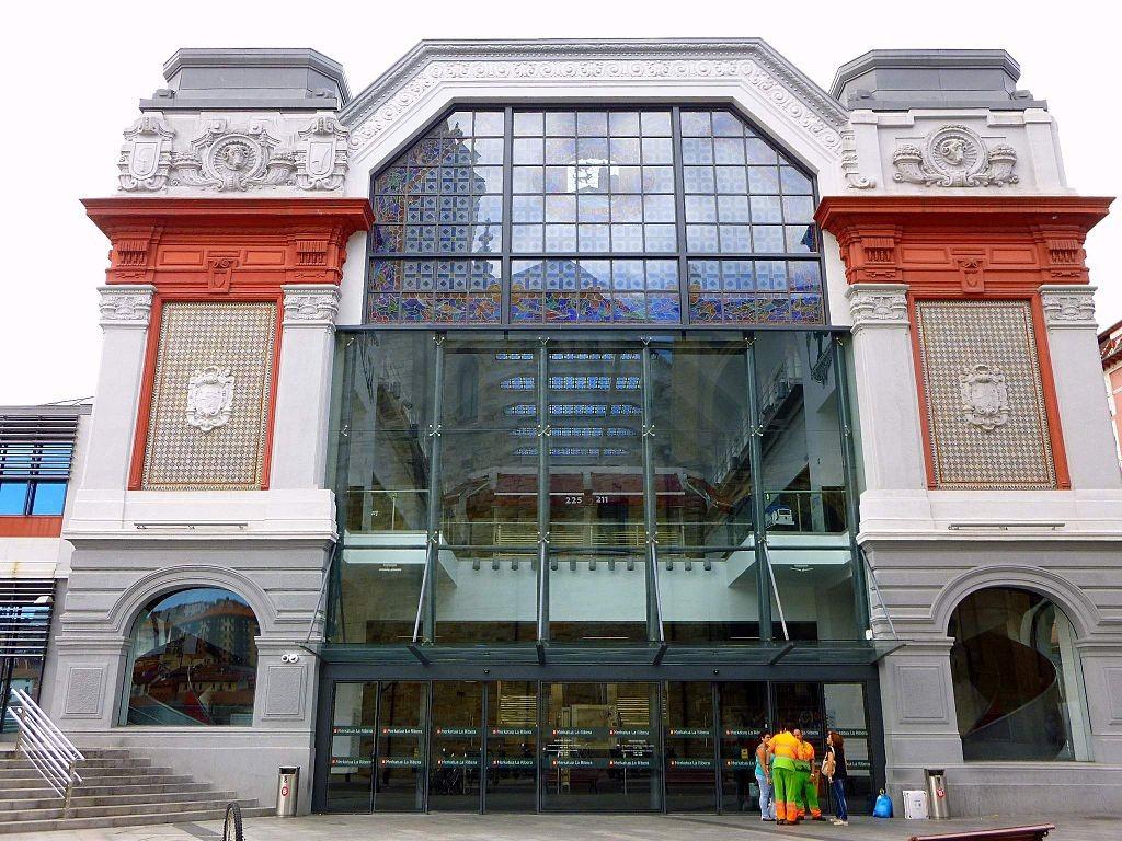 "<a href=""https://es.wikipedia.org/wiki/Archivo:Bilbao_-_Mercado_de_la_Ribera_8.jpg"" target=""_blank"" rel=""noopener noreferrer"">La Ribera Market Bilbao | © Zarateman/Wikimedia Commons</a>"