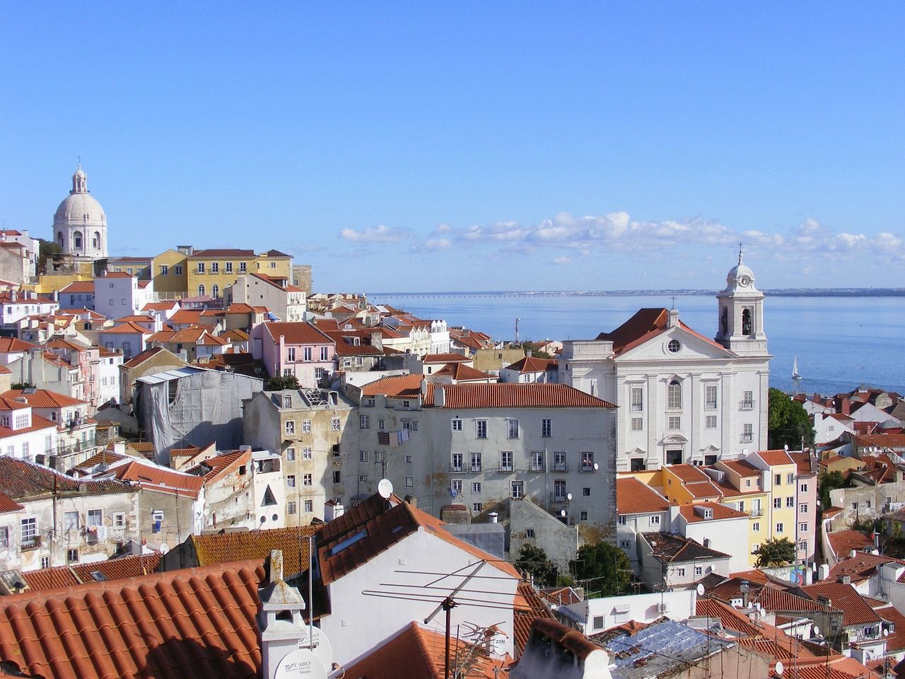 Alfama's hillside is one of many covered in tumbledown houses and historical buildings © Pixabay