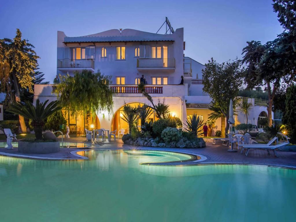 Luxury Villa | © Hotel Internazionale Ischia/Flickr