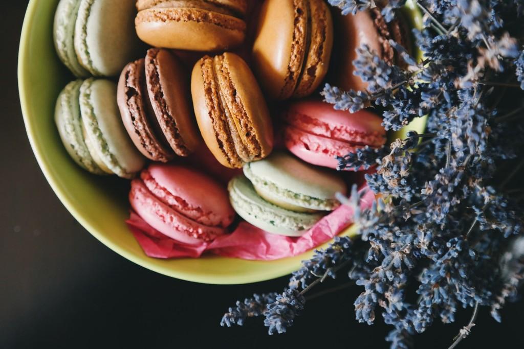 Macarons and lavender │© Pexels / Pixabay