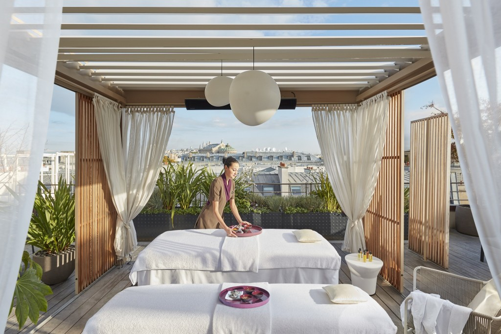 Mandarin Oriental Paris rooftop terrace │ Courtesy of Mandarin Oriental Paris