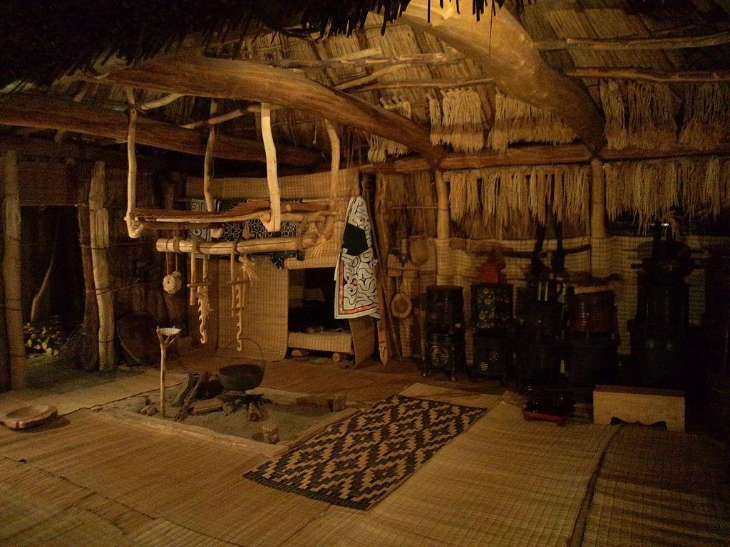 National Museum of Ethnology, Osaka - Interior of the house of Ainu - Saru River basin, Hokkaido   © Yanajin33 / Wikimedia Commons