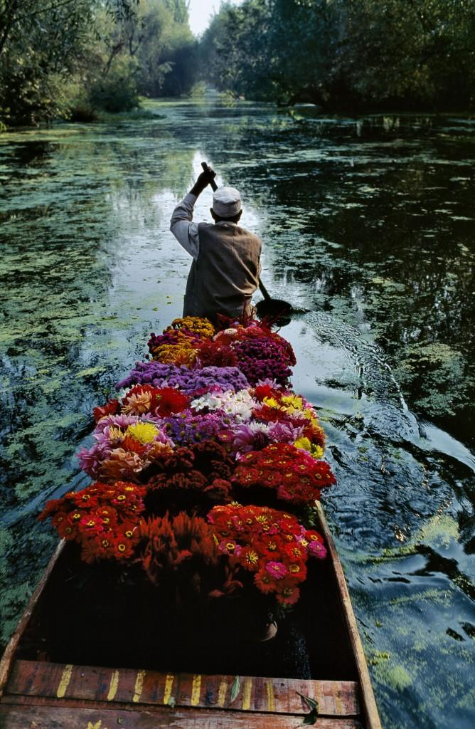 Flower Seller at Dal Lake, Srinagar, Jammu and Kashmir, India, 1999 | © Steve McCurry / Magnum Photos