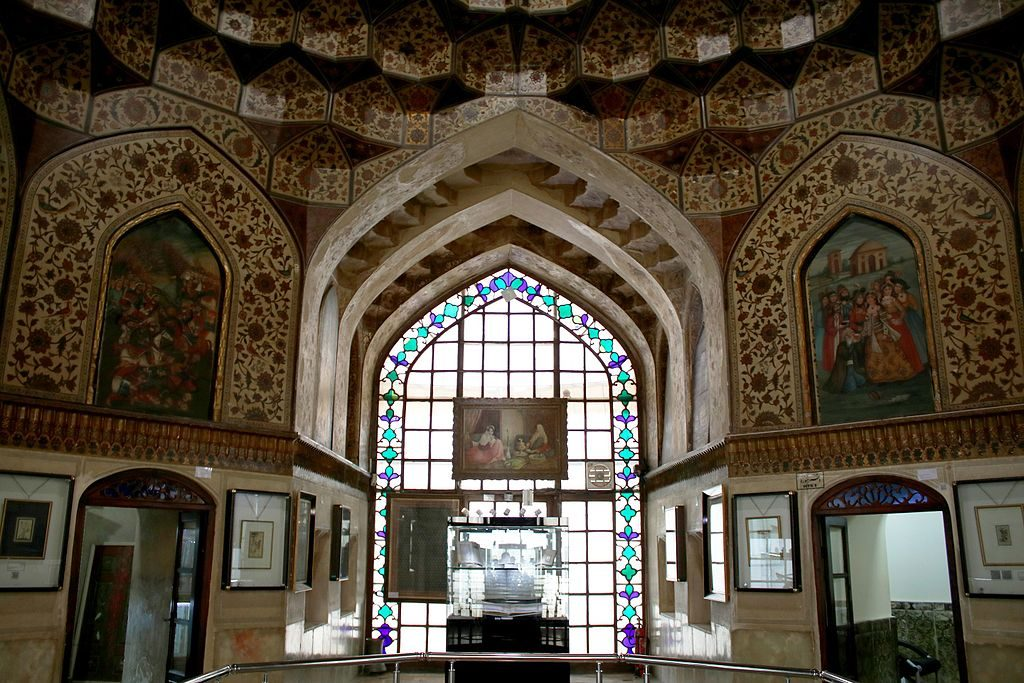 The interior of Pars Museum has beautiful frescos | © Ali Naderi / Wikimedia Commons