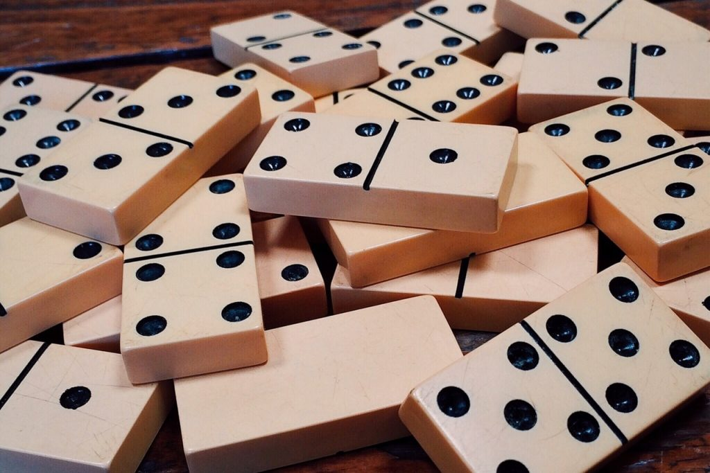 Play Dominoes Like a Cuban | © Pixabay / Pexels