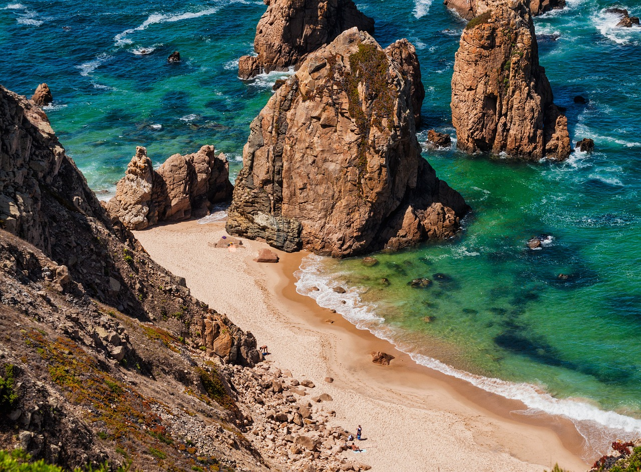 Spend a day on one of Sintra's beaches © Pixabay