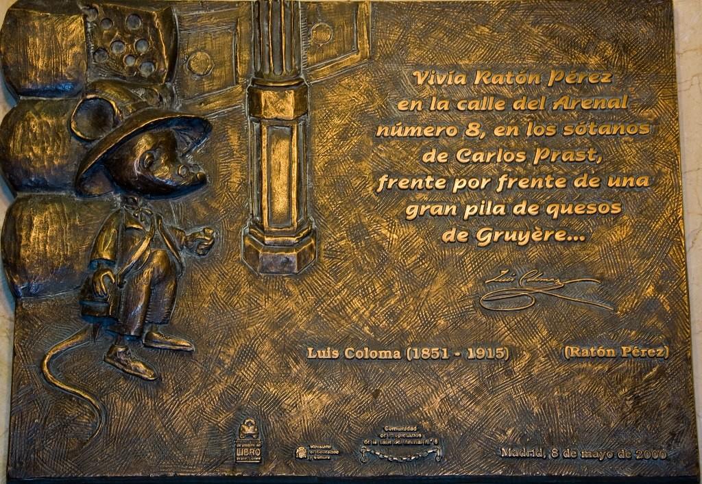 A comemmorative plaque outside the Ratoncito Pérez museum | © Jlordovas/Wikipedia