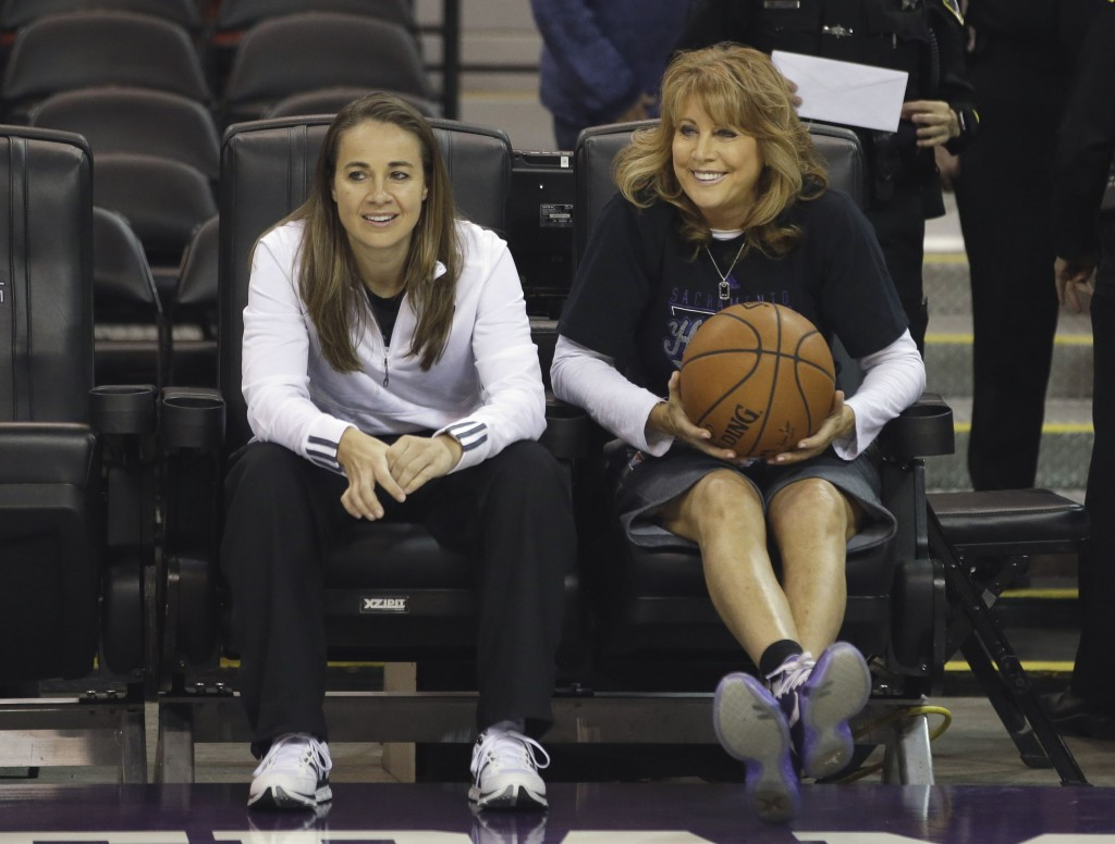 Spurs assistant Becky Hammon, left, with Kings assistant coach Nancy Lieberman | © Rich Pedroncelli/AP/REX/Shutterstock