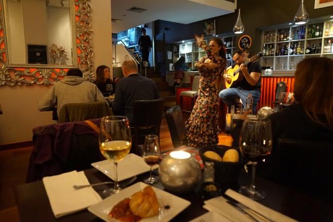 Kangaroo, crocodile and live flamenco is all on offer at Malaga's Vino Mio | © Encarni Novillo