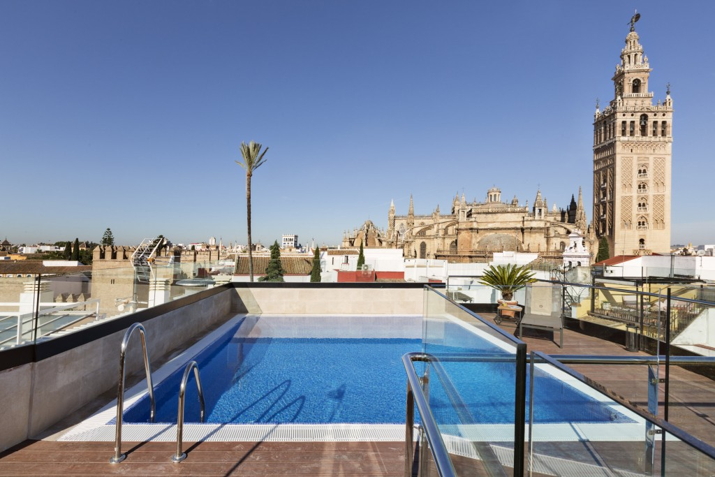 The most luxurious boutique hotels in el centro seville for Apartamentos con piscina en sevilla capital