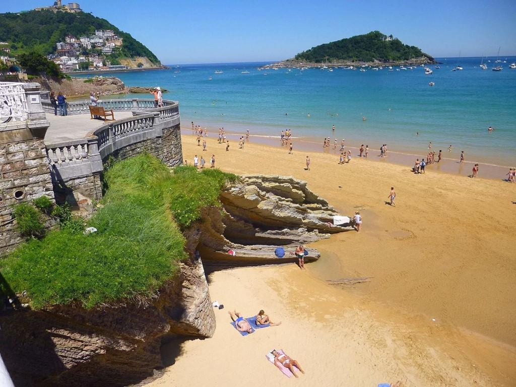 Playa de la Concha, San Sebastián, Spain | ©Zarateman / Wikimedia Commons