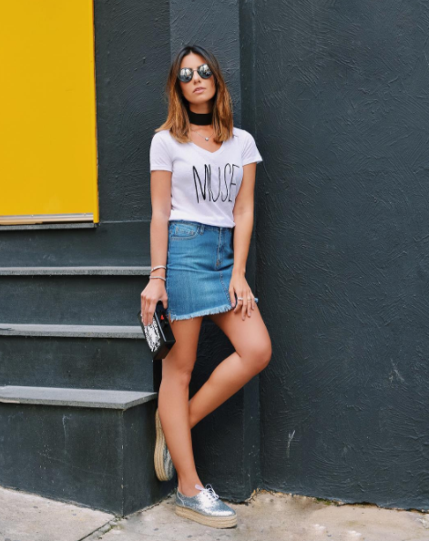 Transform a simple white tee with lettering / © Nicole Pinheiro / Instagram