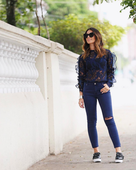 Black and blue in a sporty look / © Nicole Pinheiro / Instagram