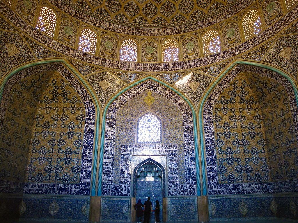 The dazzling interior of Sheikh Lotfollah mosque | © PirouzZ / Wikimedia Commons