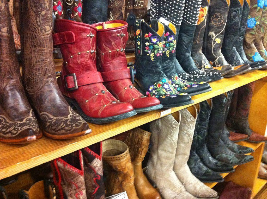 Shopping on South Congress in Austin | © Heather Cowper / heatheronhertravels.com / Flickr
