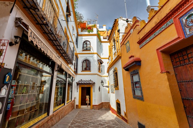 A typical street in Santa Cruz, Seville; Irina Sen, shutterstock