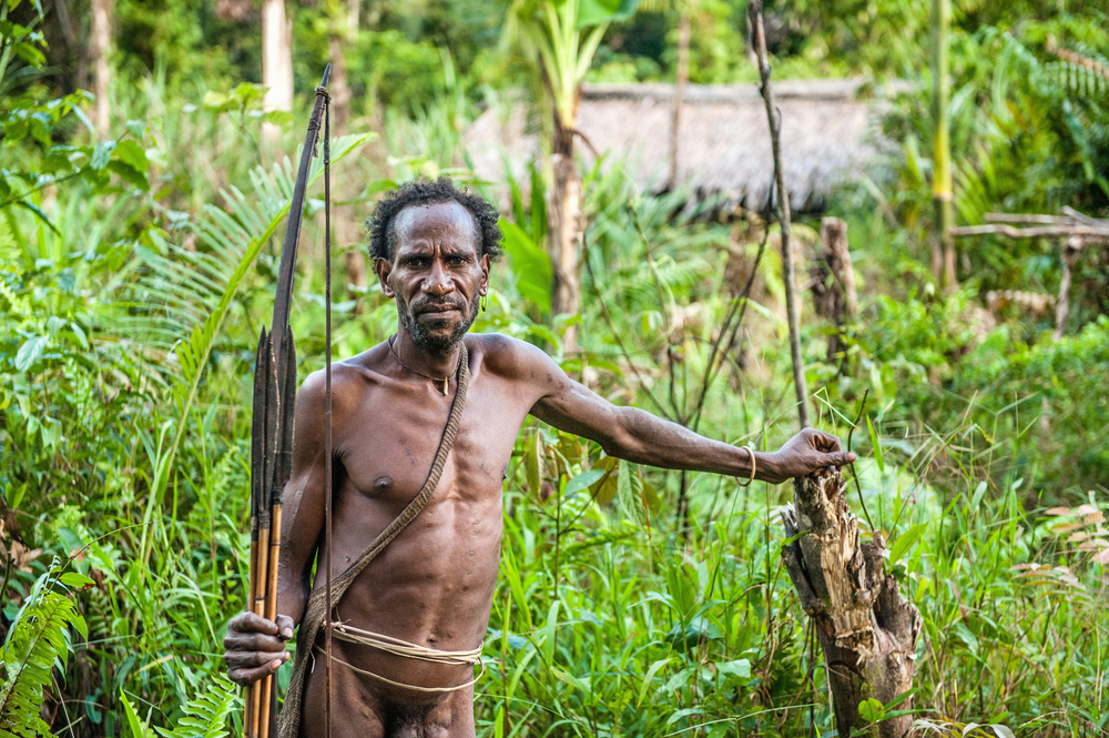 Bow and arrows from the Korowai Tribe © Sergey Uryadnikov / Flickr