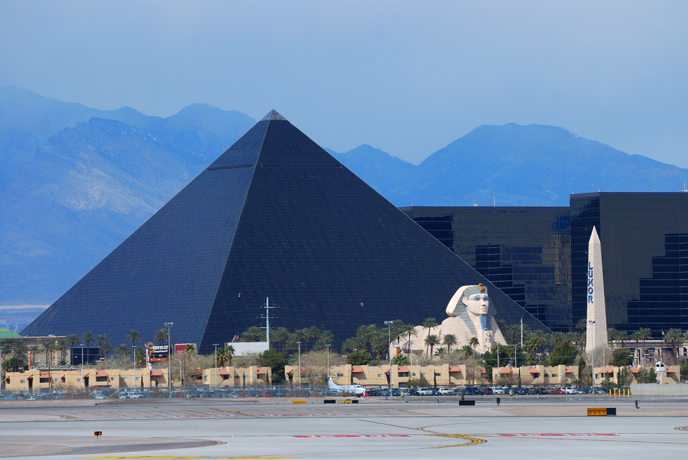 The Luxor, among the most recognizable hotels on the popular Vegas strip | © Songquan Deng / Shutterstock