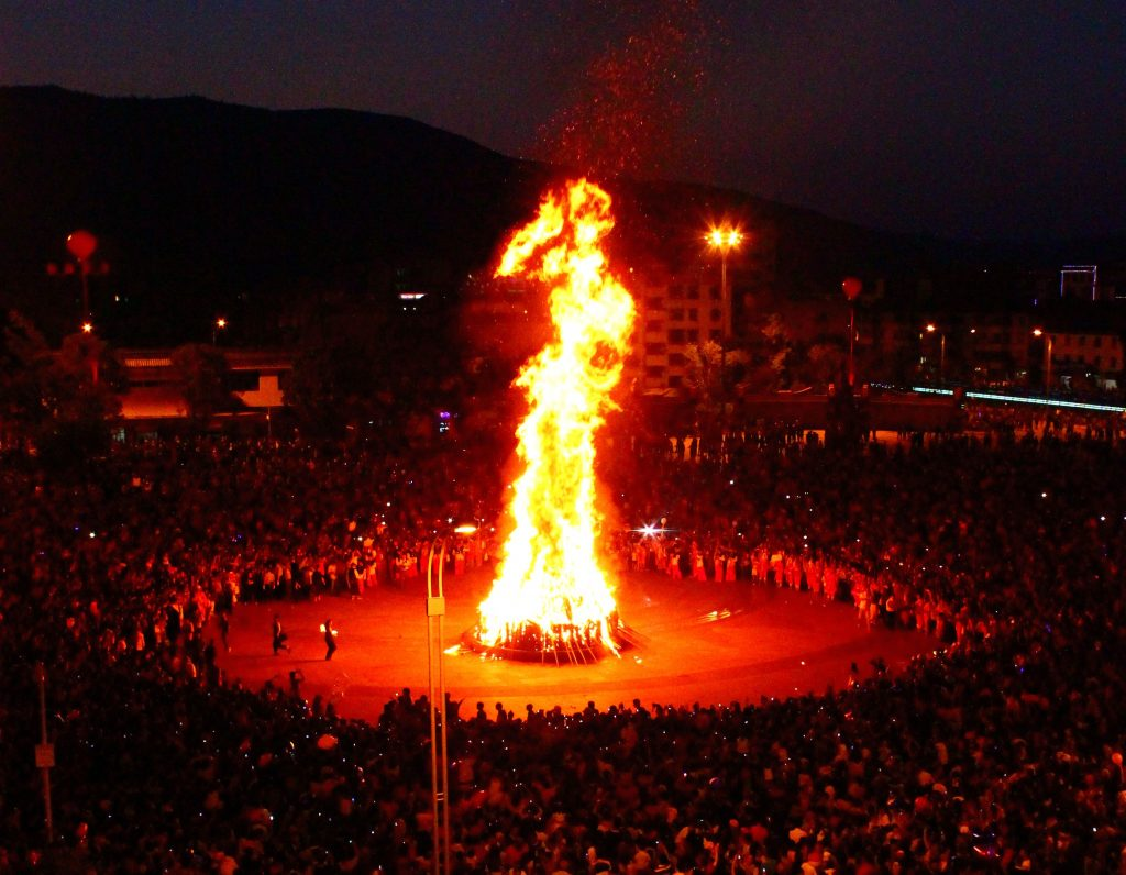 Torch Festival in Eshan | ©Zhangmoon618/Wikimedia Commons