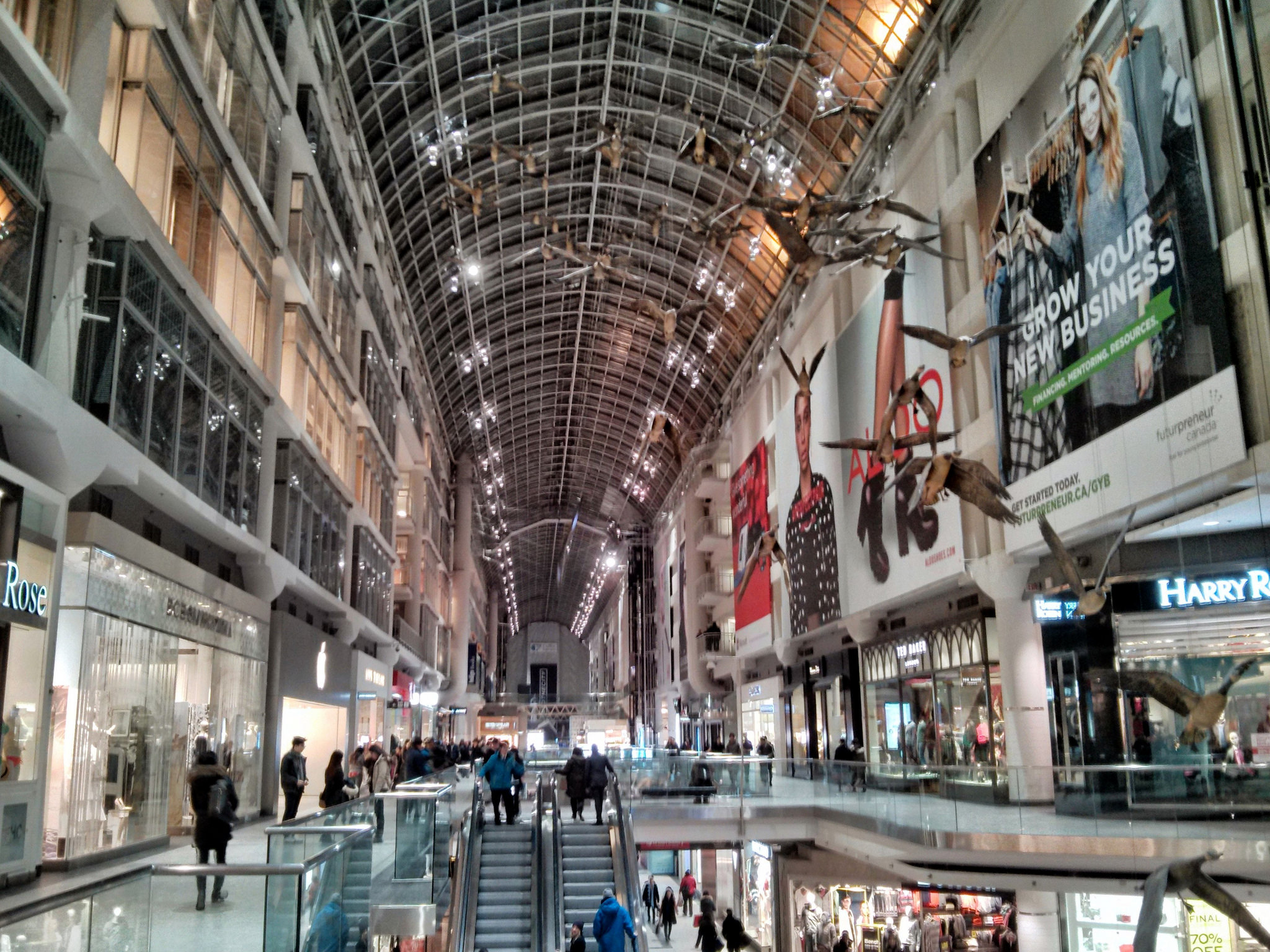 Toronto Eaton Centre | © Travis Wise/ Flickr