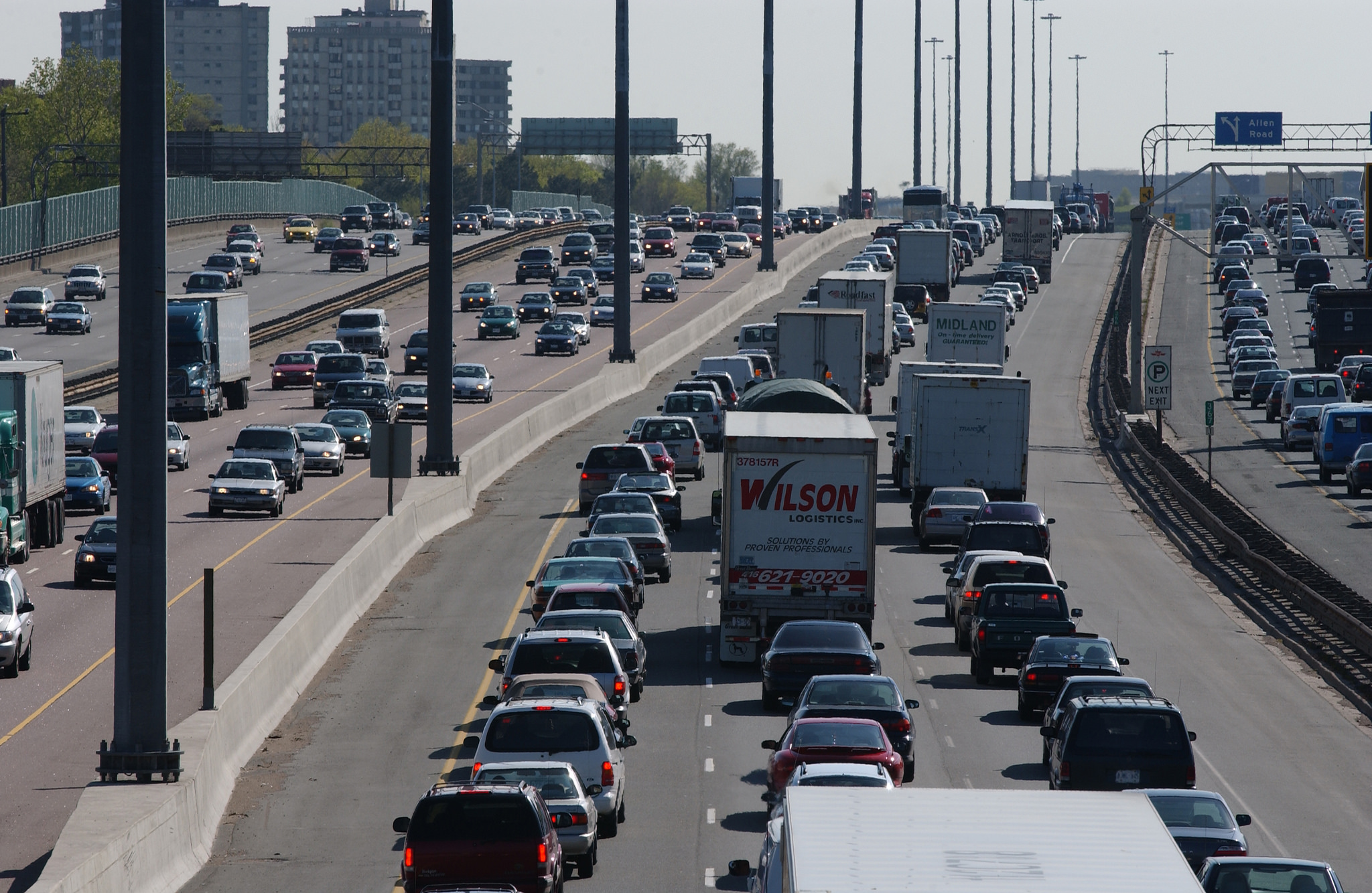 Gridlock on the 410, near Toronto |© MMA/MHO/ Flickr