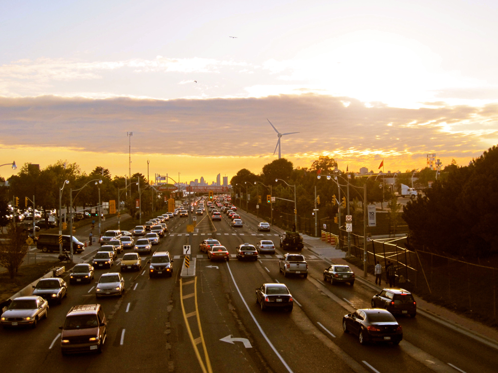 Traffic on Lakeshore Blvd, Toronto | © Hailey Toft/ Flickr
