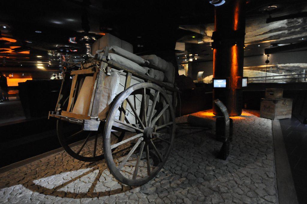 Cart - Rynek Underground | © Jorge Láscar/Flickr