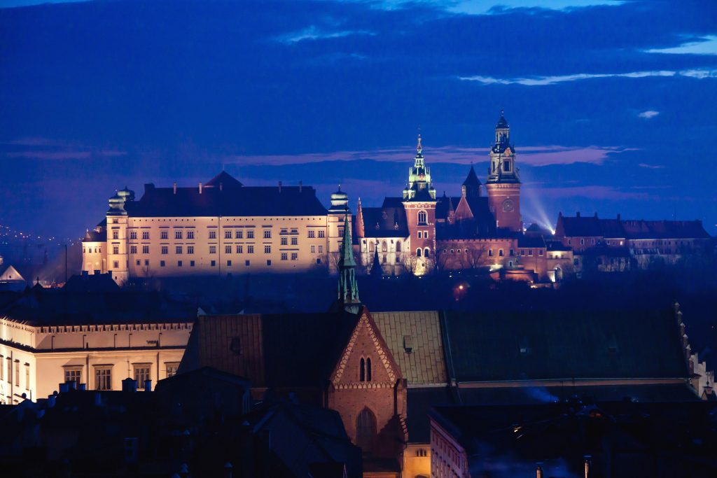 Wawel hill with castle in Krakow at night   © Pawel Pacholec/Flickr
