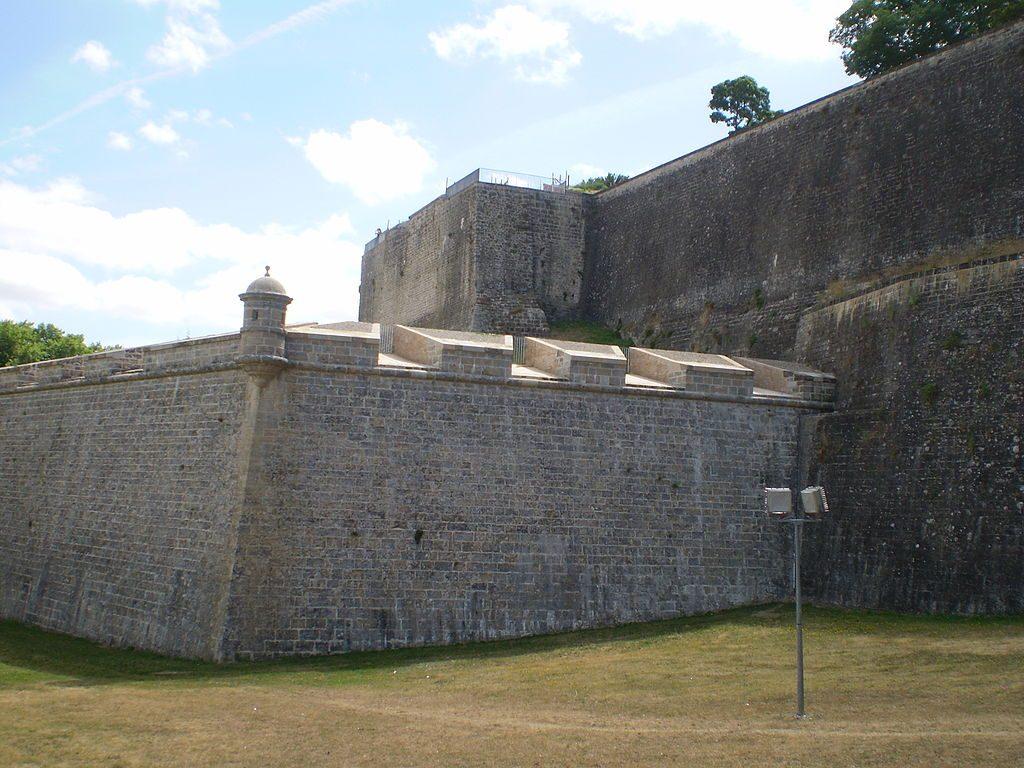 Pamplona City Walls | ©Miguillen / Wikimedia Commons
