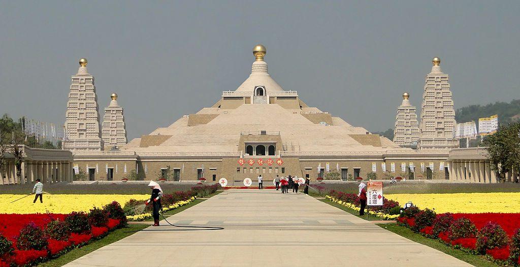 Fo Guang Shan Buddha Memorial Center © Bernard Gagnon / Wikimedia