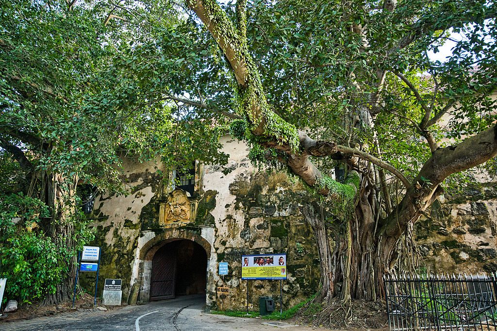 Main gate of the Galle Fort | © Andreaskrappweis / Wikimedia Commons