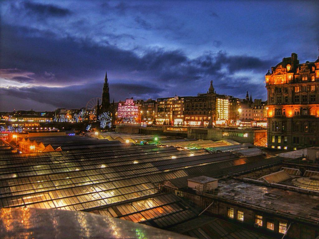 View From Edinburgh Waverley Trainstation | © Arys Andreou/Flickr