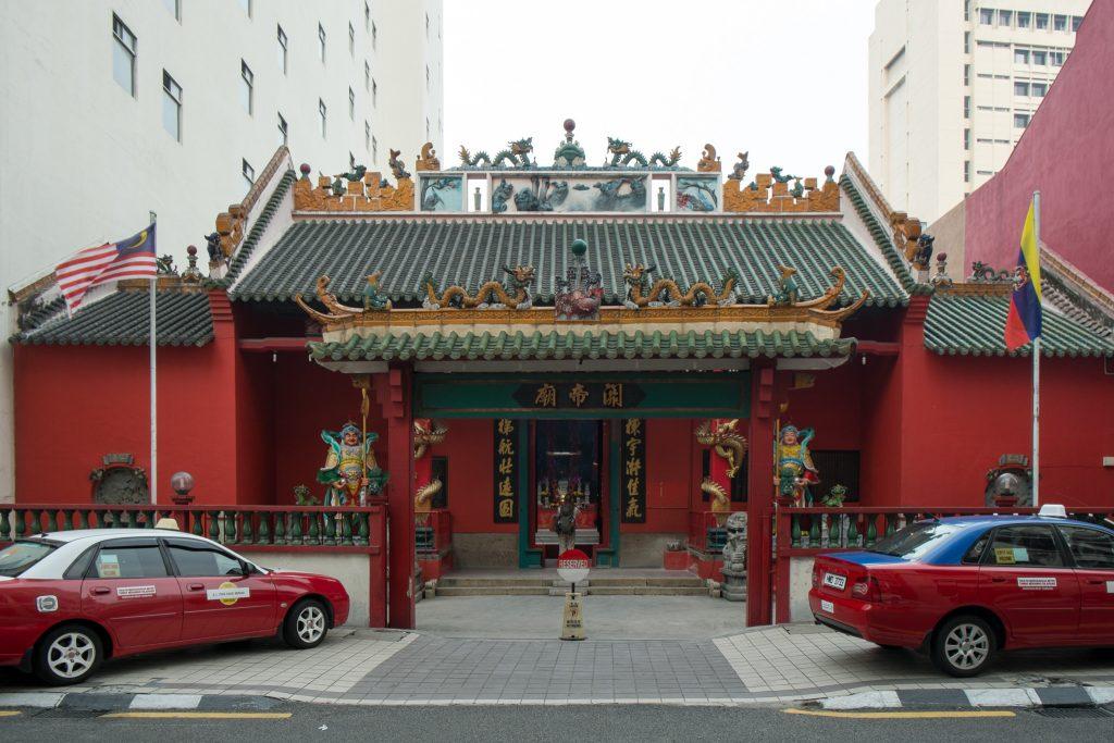 Temple in the city   © Ben Garrett / Flickr