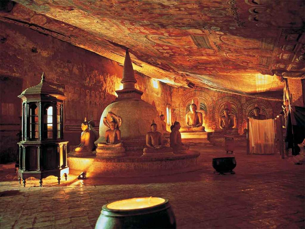Dambulla Cave Temple | © Amila Tennakoon / Flickr