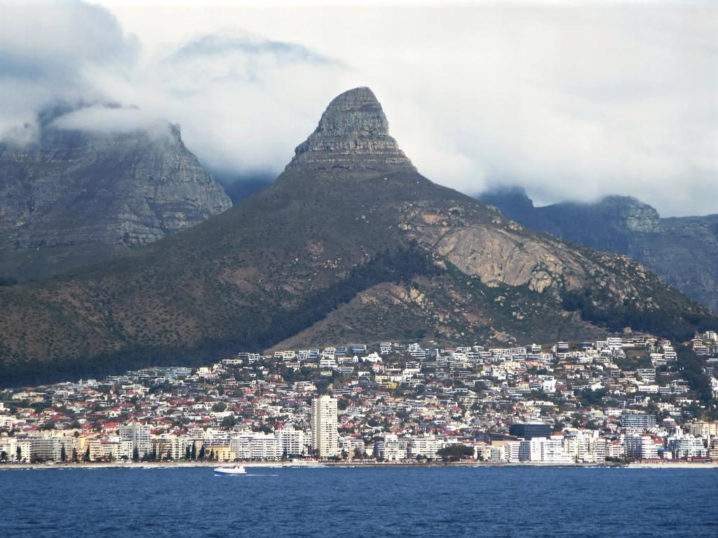 Sea Point and Lion's Head | © David Stanley/Flickr