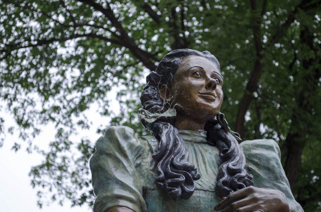 Dorothy statue in Oz Park | © vikramjam/Flickr