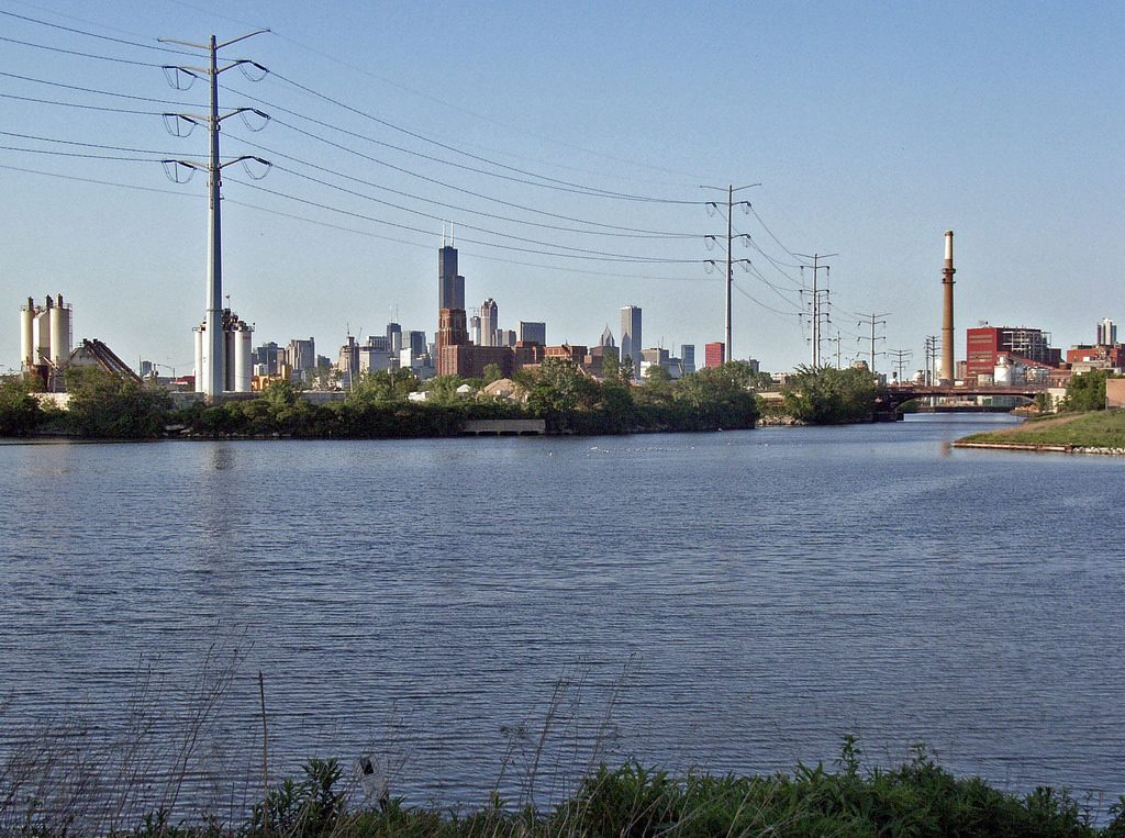 Where the South Branch Chicago River becomes the Chicago Sanitary and Ship Canal | © Payton Chung/Flickr