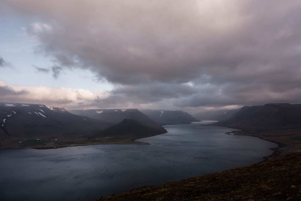 Þingeyri-Westfjörds   © Flickr/Austin Matherne