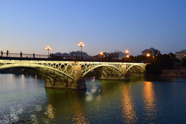 "<a href=""https://www.flickr.com/photos/mrshoes/"">Isabelle II bridge, leading into Triana | © ijclark/Flickr</a>"