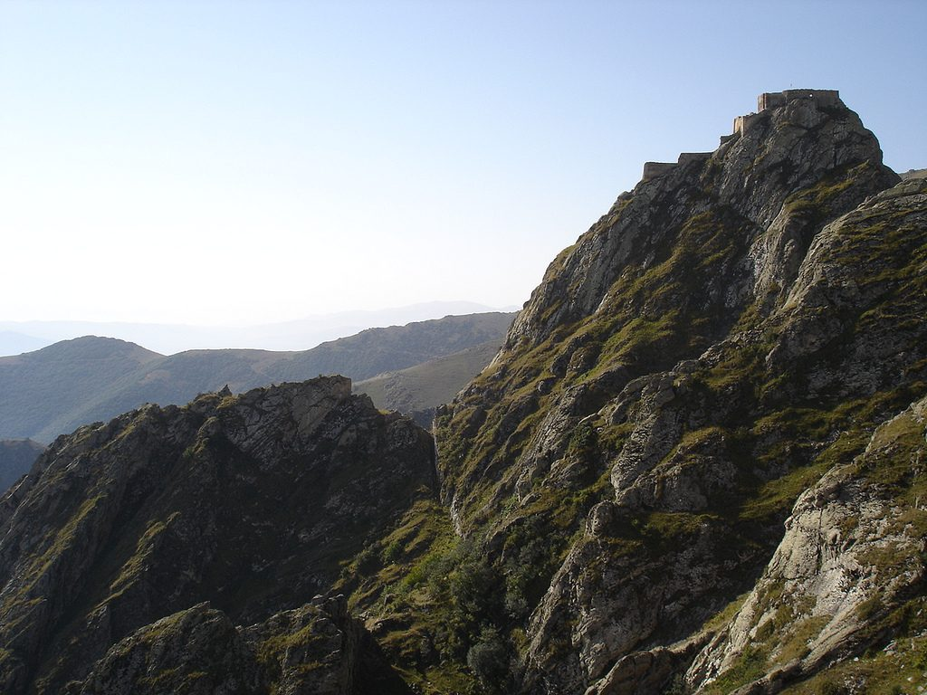 Steep gorges lie below Babak Castle   © Niyaz Bakılı / Flickr