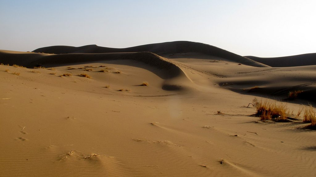 The sand dunes of the Maranjab are a great place to hike or cycle | © harveypekar84 / Flickr