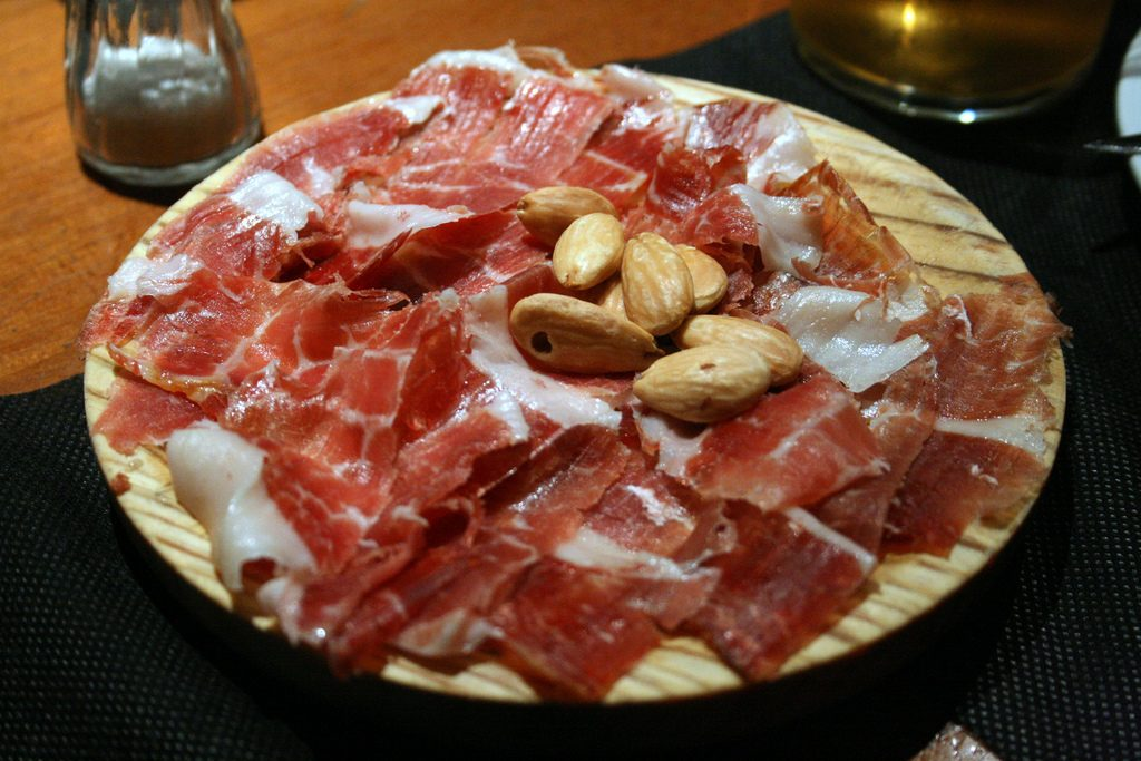 A plate of jamón
