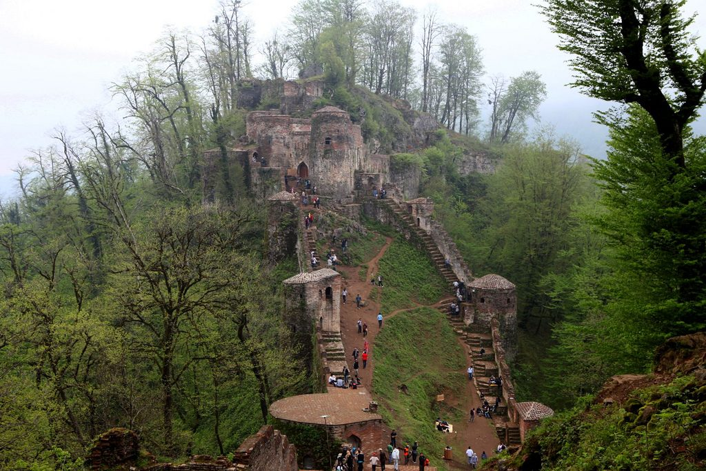 Rudkhan Castle has 1,000 steps | © Ninara / Flickr