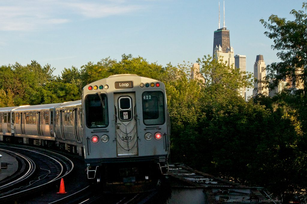 An 'L' train heading for the Loop | © H. Michael Miley/Flickr