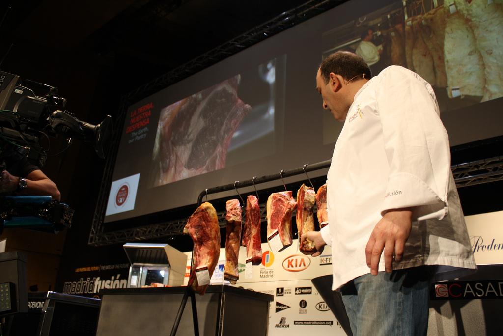 Chef Joseé Gordón talks about meat © CRDO RIBERA DEL DUERO