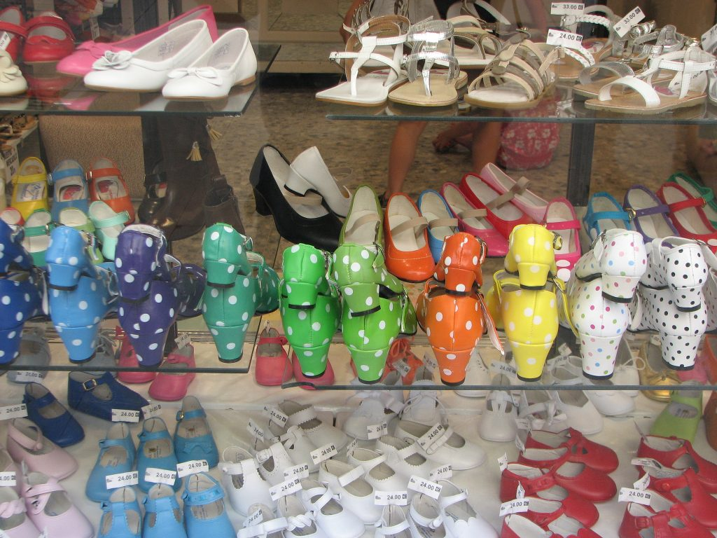 Flamenco shoes make a great souvenir to take home from Seville | © fdecomite / Flickr