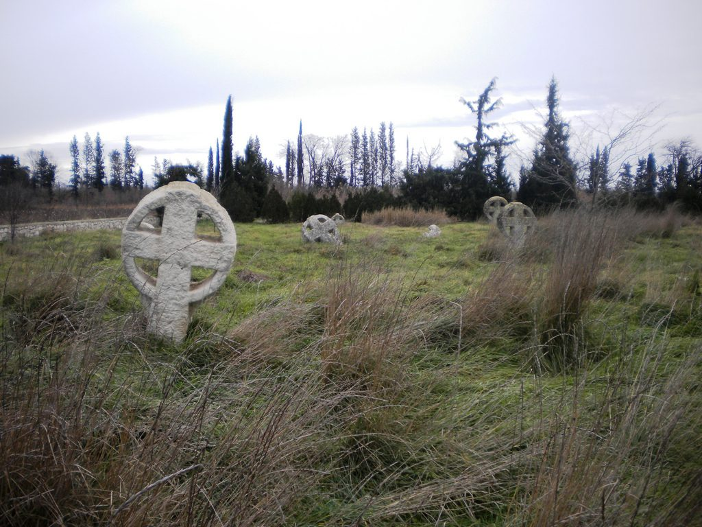 Bogomil crosses in the abandonned cemetery of Nea Chalcedon, Greece | © candiru / Flickr