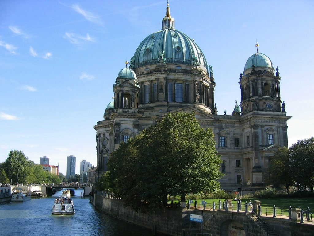 Cruise into Berlin's historical city   © tpsdave/Pixabay