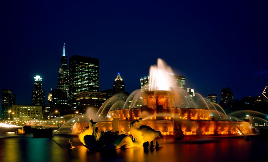Buckingham Fountain at night | tpsdave / Pixabay