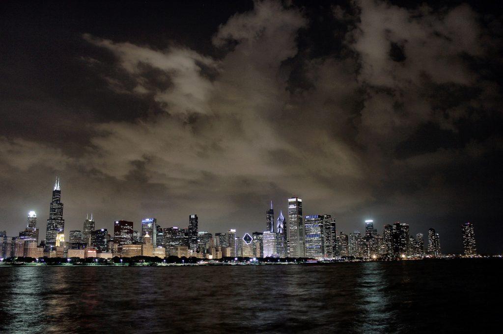 Nighttime skyline   © PhotosByMahin/Pixabay